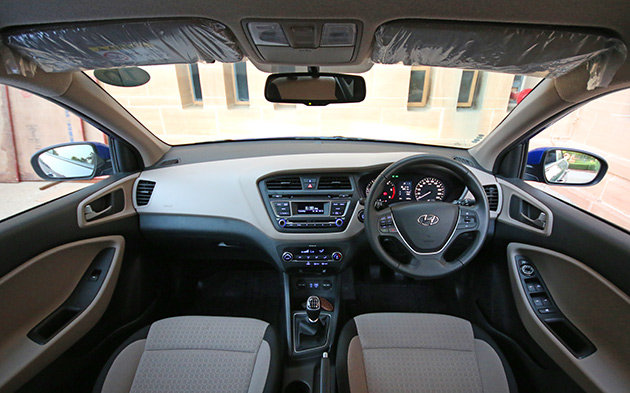 Hyundai i20 elite diesel model review in detail for Interior hyundai i20