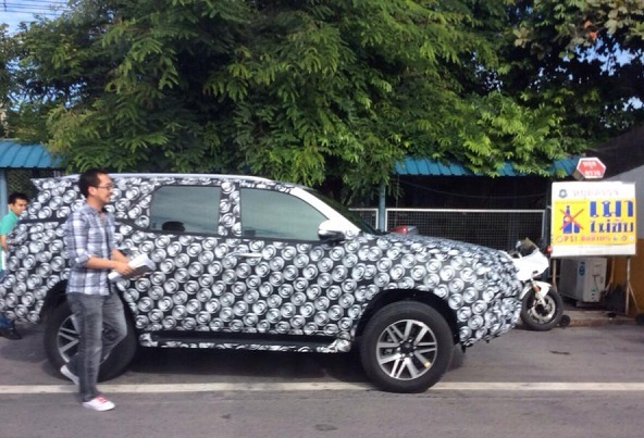 Toyota Fortuner 2016 Spy Pics and Details