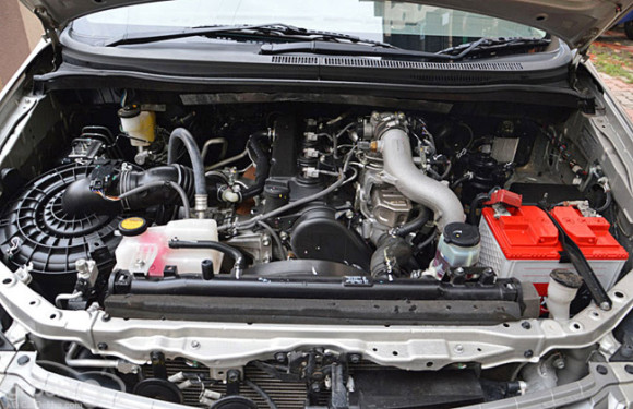 Toyota Innova Picture of Engine