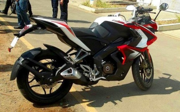 Bajaj Pulsar RS200 Red and white