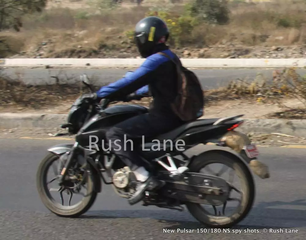 Bajaj Pulsar 180NS riding pics