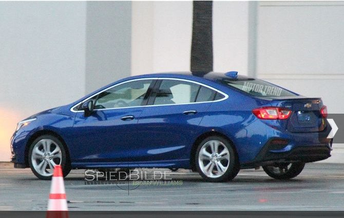 Chevrolet Cruze Side Back Images